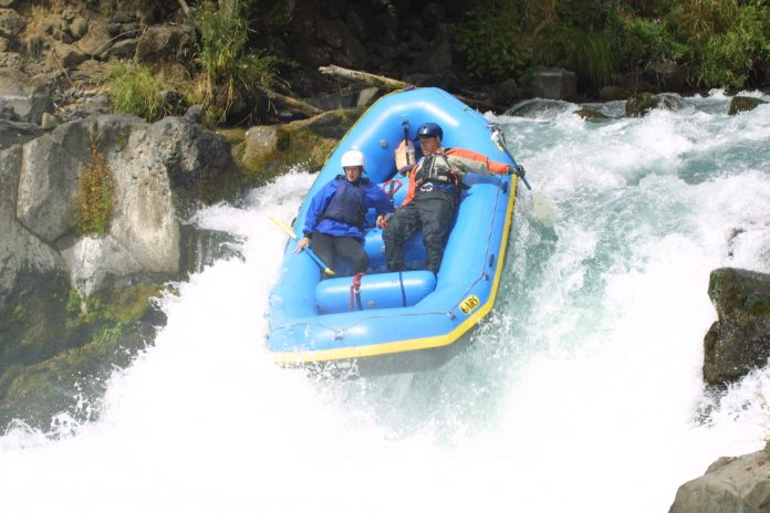 r2 whitewater rafting